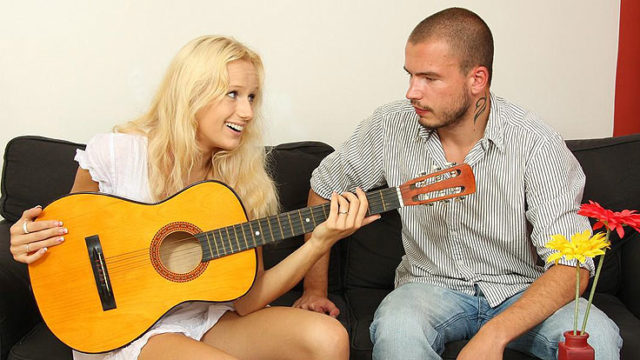 Guitar Toying Brutha Ravages His Gf