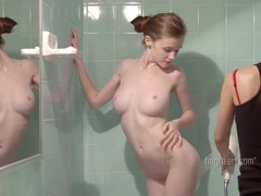 Emily Bloom – Softcore Apartment Carrier Rubdown